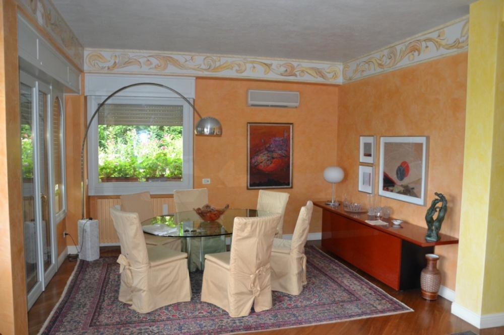 vierzimmerwohnung zum verkauf in gardone riviera ref 107. Black Bedroom Furniture Sets. Home Design Ideas
