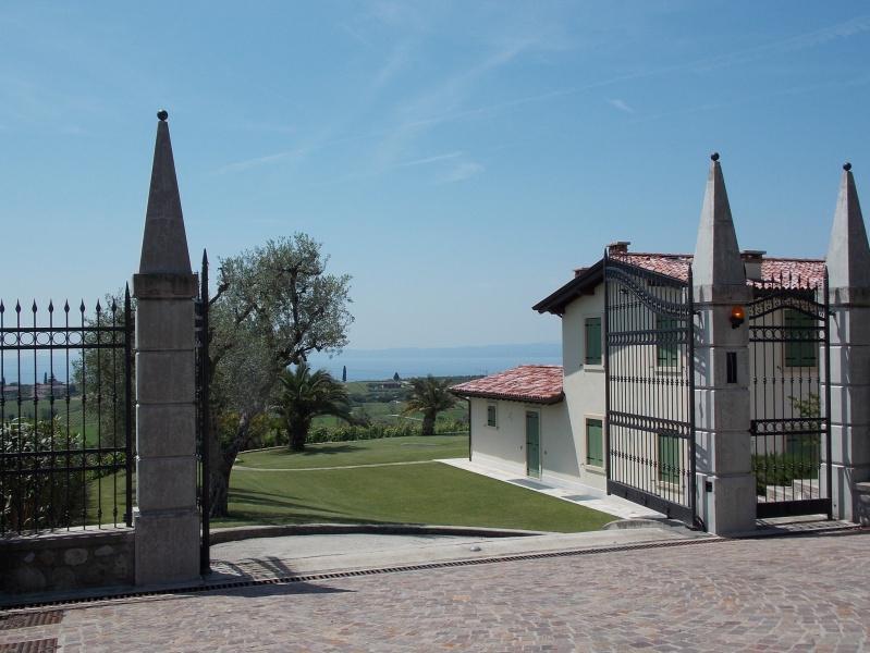 Вилла с видом на озеро Гарда в Бардолино