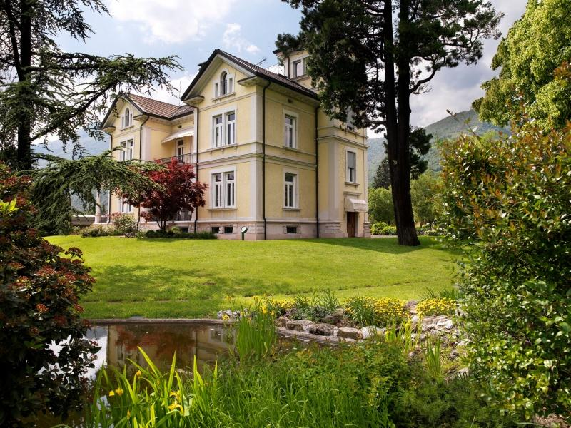 Villa mit Seeblick zum Verkauf in Roé Volciano