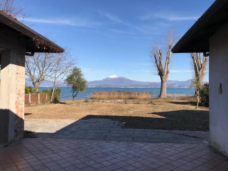 Villa direttamente a lago in Vendita a Peschiera del Garda