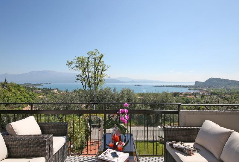 Three-room apartments in Manerba del Garda