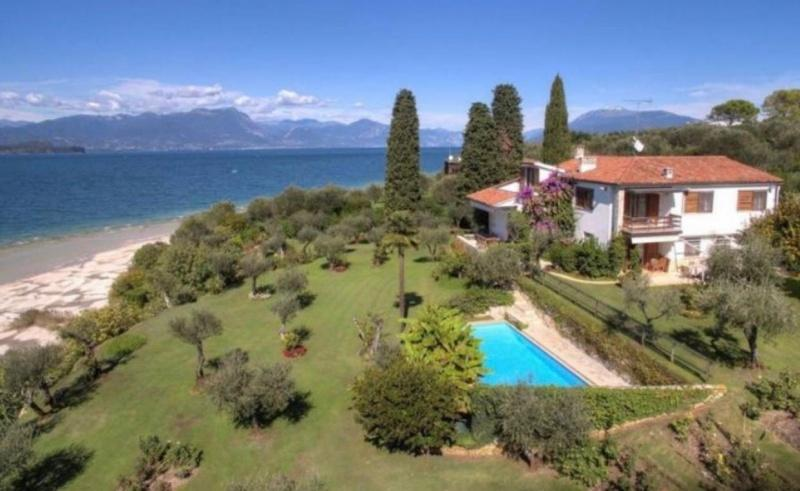 Villa directly on the lake in Sirmione