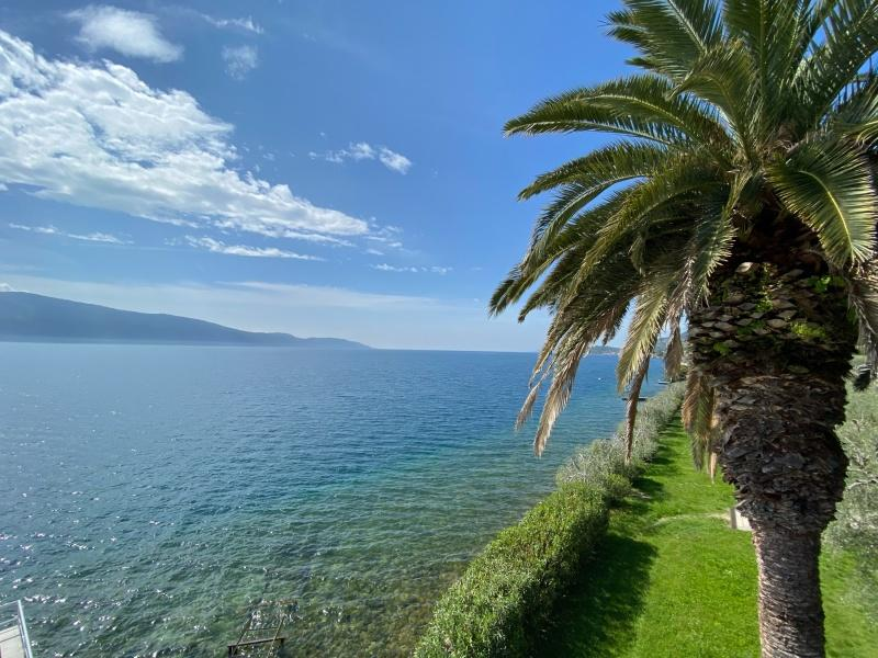 Lemon house for sale in Gargnano directly on the lake