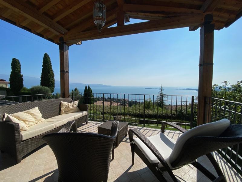Villa in Vendita vista lago a Gardone Riviera